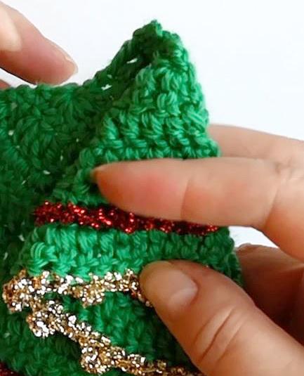 crocheted-christmastree-shape decoration