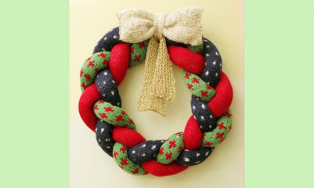 knitted-christmas-wreath-tutorial
