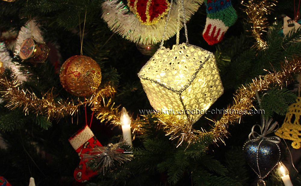 crochet-cube-in-tree