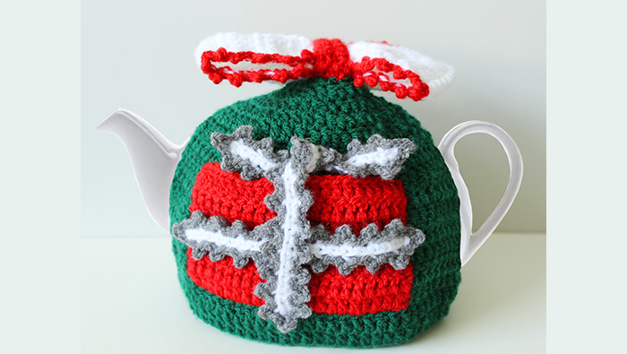 crochet-christmas-teapot-cozy-featured